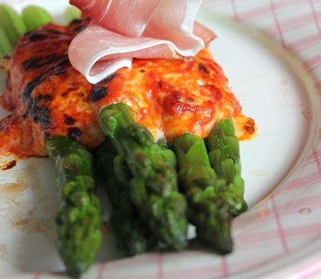 Szparagi zapiekane pod serową pierzynką